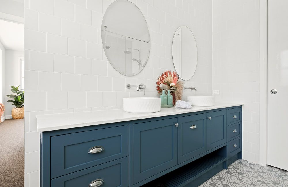 Trafalgar house ensuite bathroom in white and blue green colour